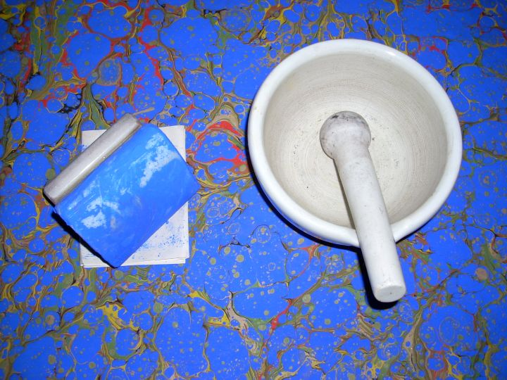 Desteseng (hand stone) and mortar & pestle for color preparation